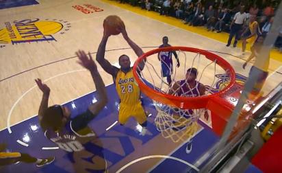 Tarik Black rempile avec les Lakers