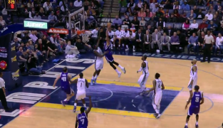 Willie Cauley-Stein colle un poster sur Zach Randolph !