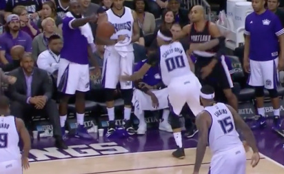 Quincy Acy intercepte la balle… du banc !