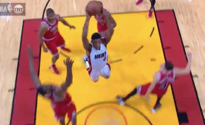 Josh Richardson met un dunk énorme sur les Bulls