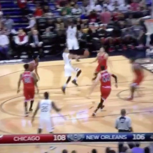 Replay :  L'incroyable floater de Tim Frazier