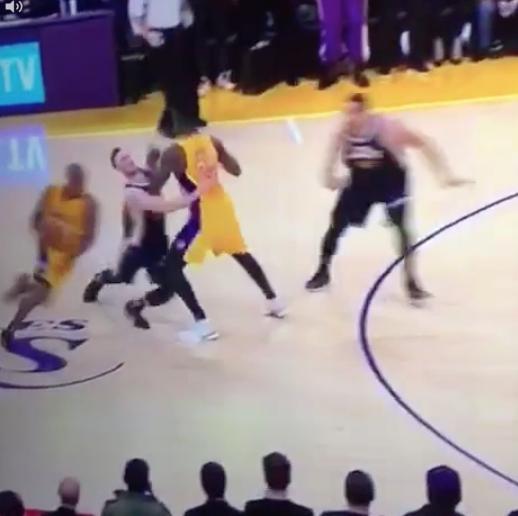 Julius Randle a tout fait pour Kobe Bryant !