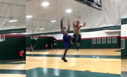 La tentative de dunk la plus débile et dangereuse de l'univers