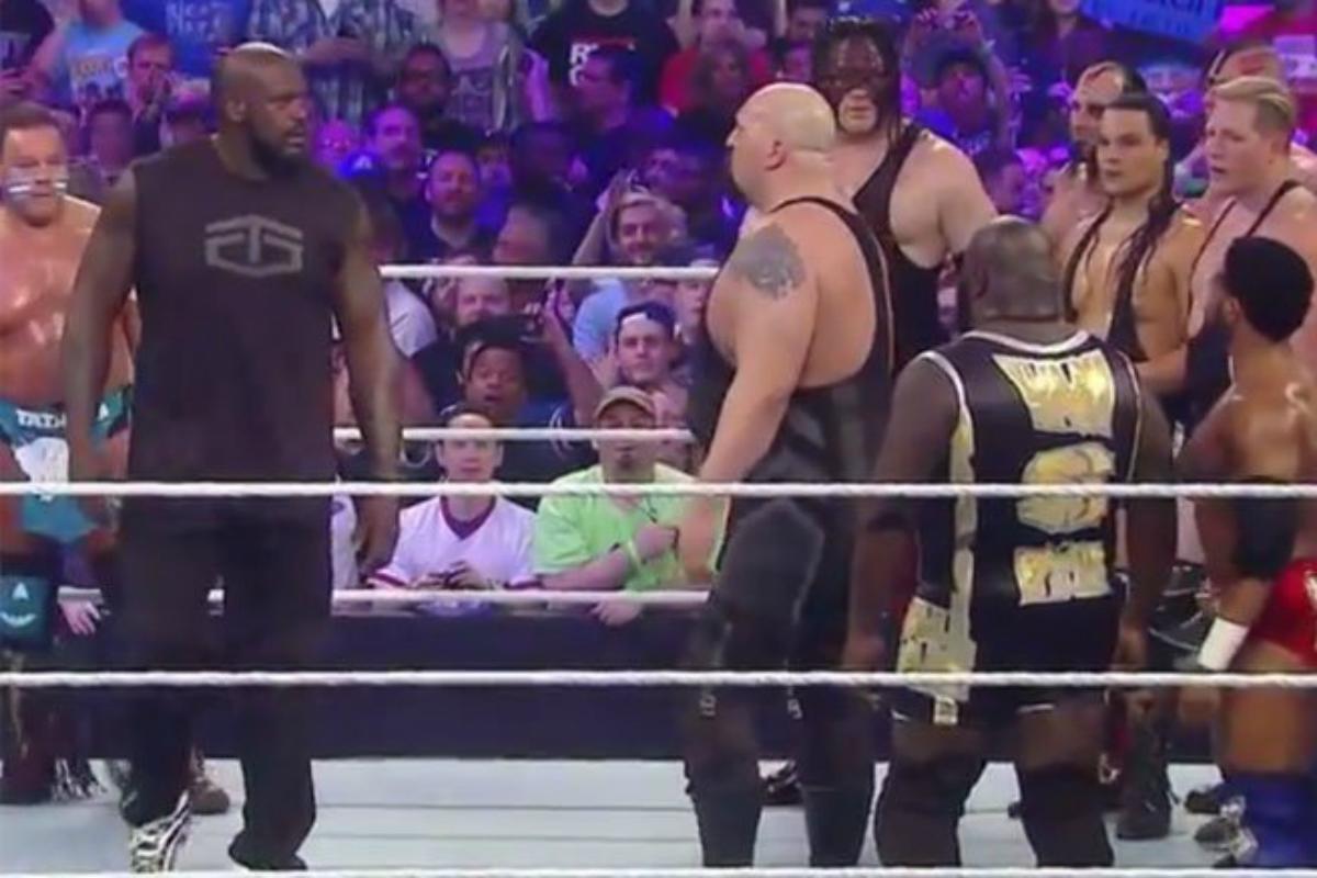 Shaq fait le malin sur le ring de WrestleMania