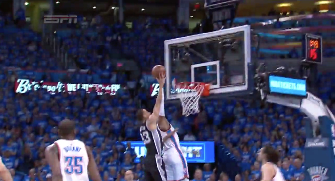 Randy Foye contre salement Kevin Martin