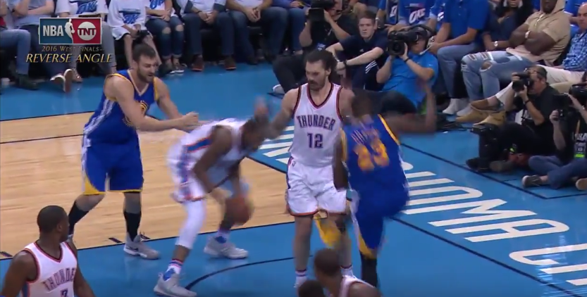 Pourquoi la NBA n'a pas suspendu Draymond Green