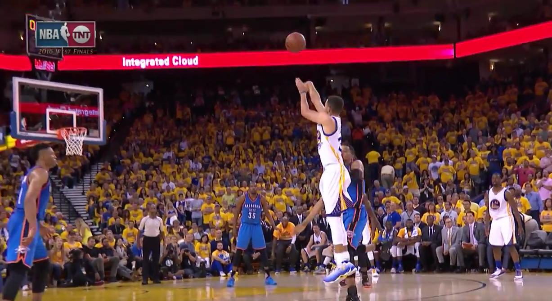 Top 5 : Stephen Curry lâche un shoot magnifique au buzzer