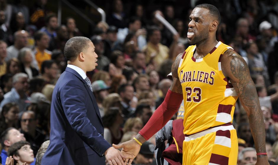 Tyronn Lue en désaccord avec LeBron James : Cavs-Warriors est une rivalité