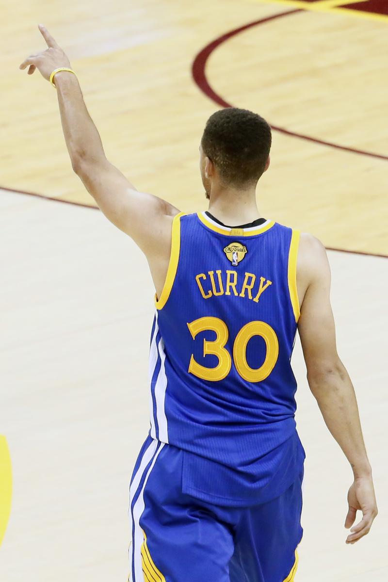 Personne ne vend plus que Stephen Curry et les Warriors