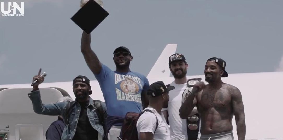 LeBron James et les Cavs rentrent en héros à Cleveland