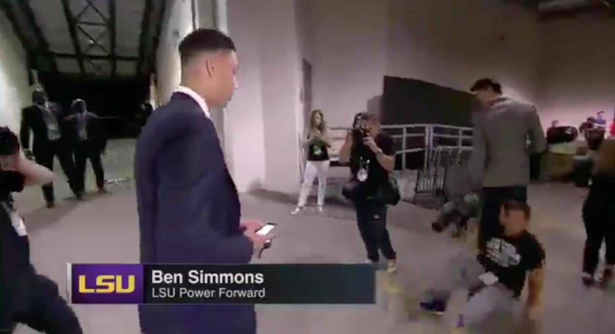 Un conseil, ne jamais se mettre sur la route de Ben Simmons