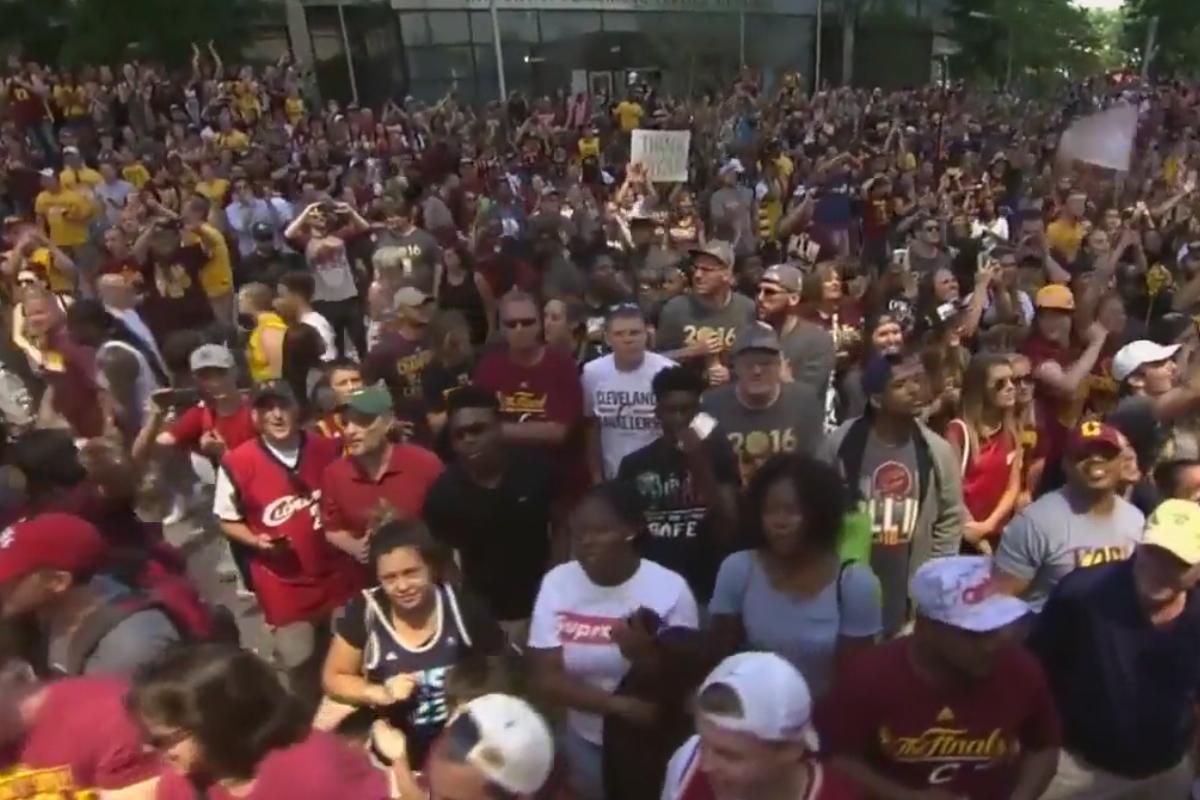 Plus d'un million de personnes dans les rues de Cleveland pour fêter les Cavs !