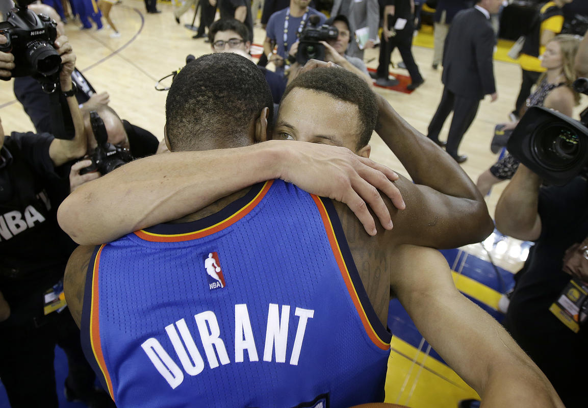 Comment Stephen Curry a aidé à recruter Kevin Durant