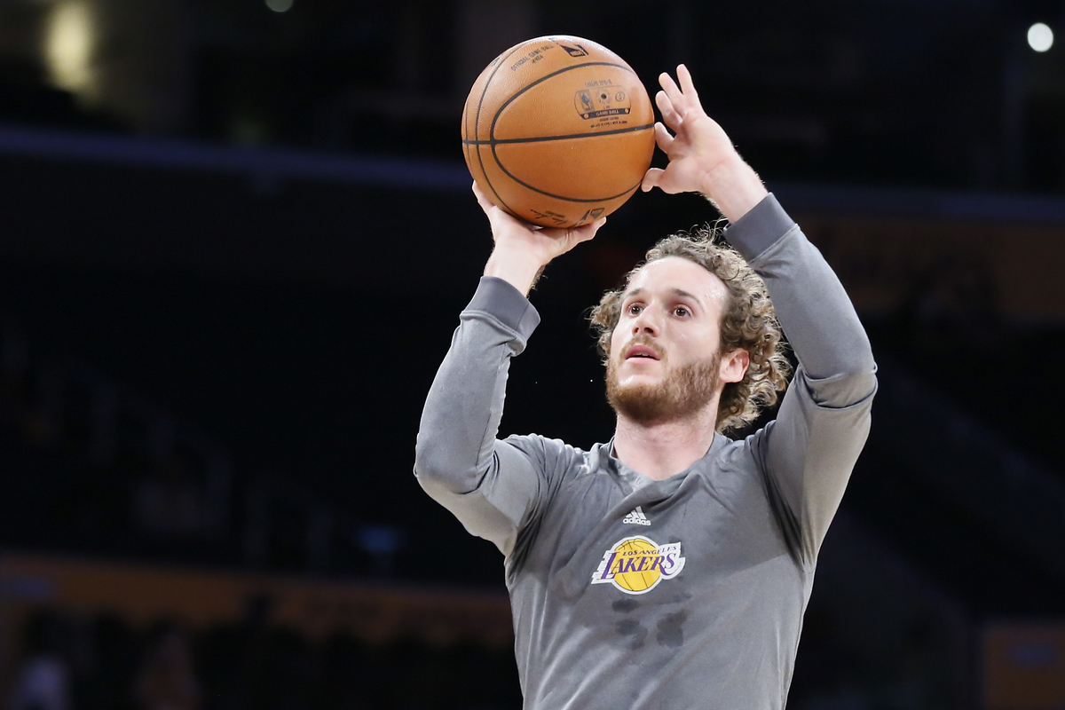 Tyler Ennis file aux Los Angeles Lakers, Marcelo Huertas aux Houston Rockets
