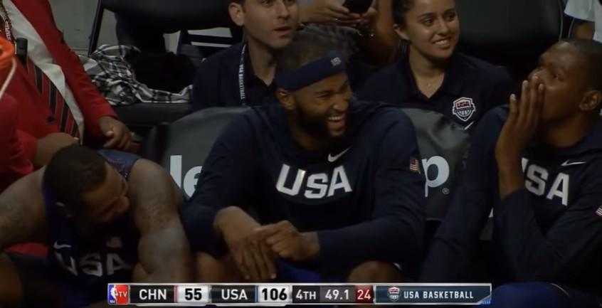 Quand les joueurs de Team USA se marrent après un airball de Jordan