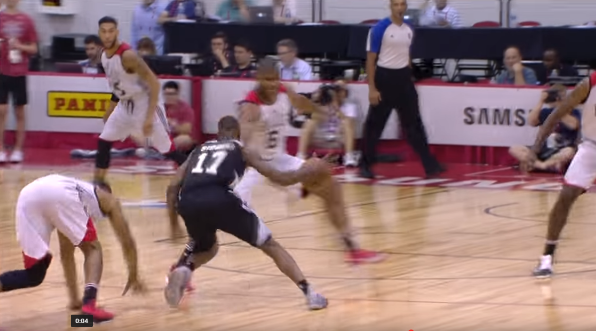 Le dribble fou de Jonathon Simmons des Spurs en Summer League !