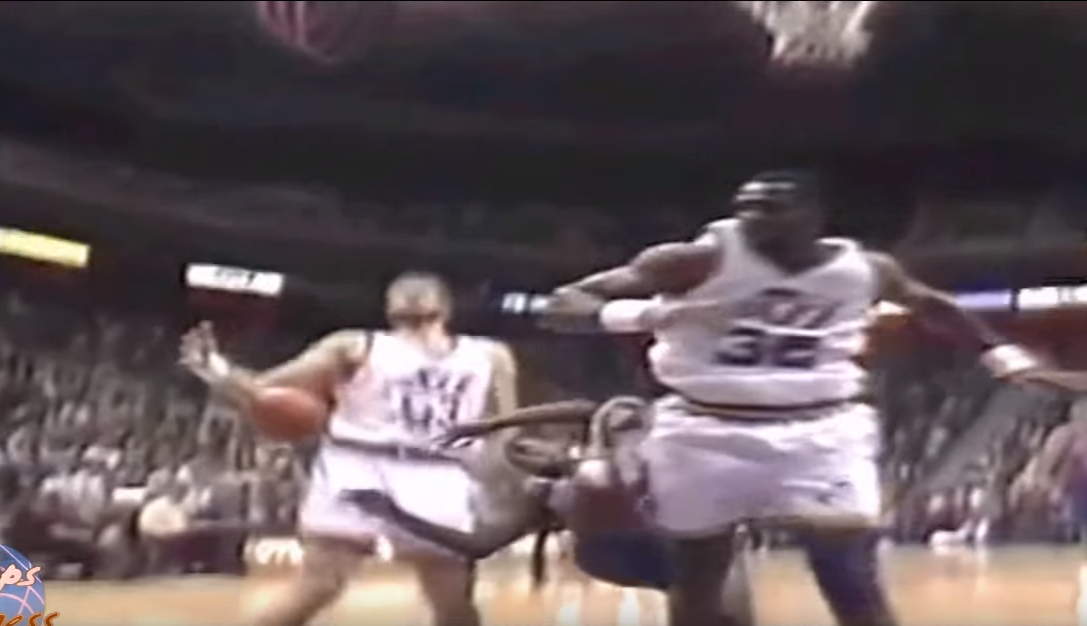 Le jour où Karl Malone a failli assassiner Isiah Thomas