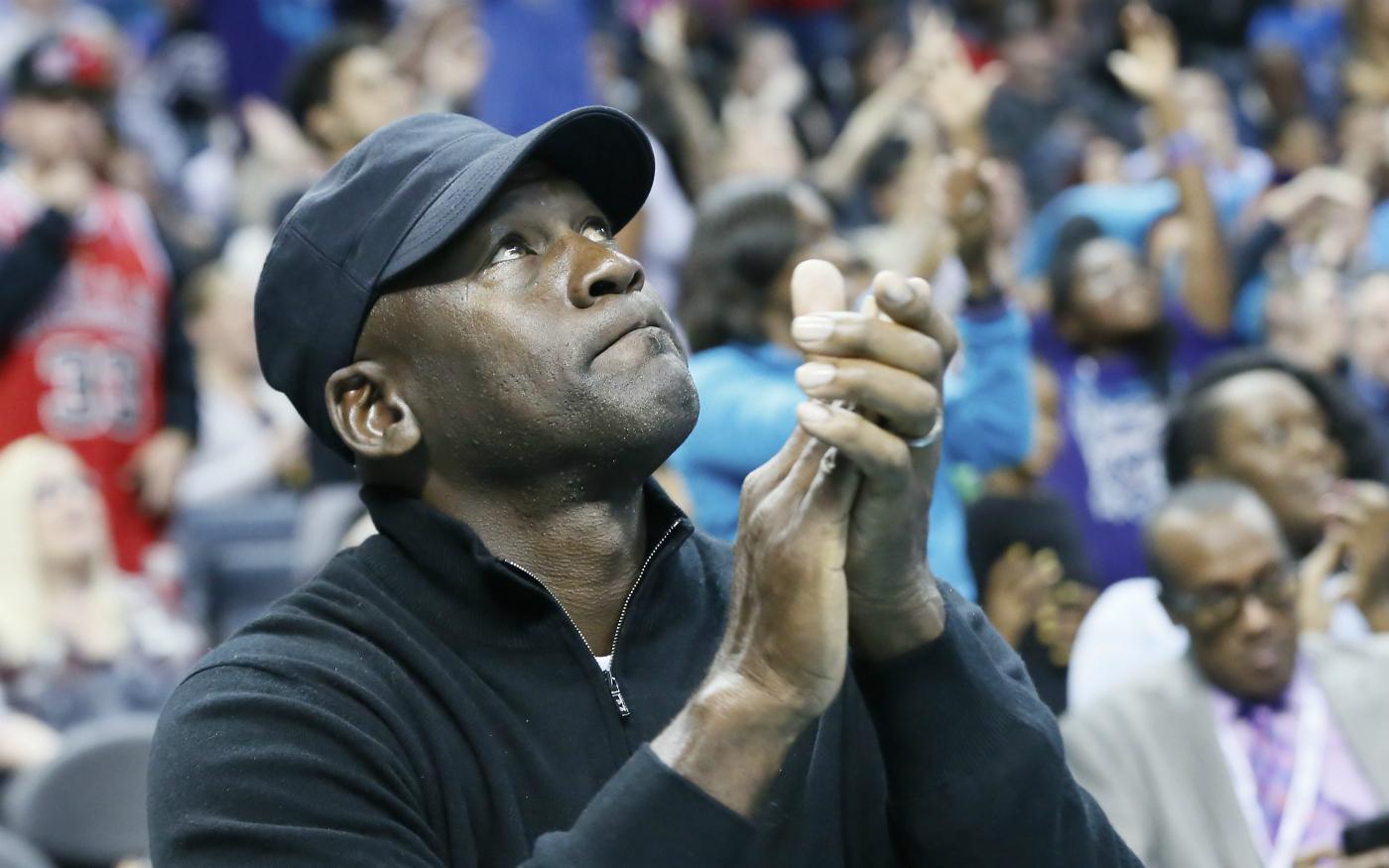 Michael Jordan prend la parole après la mort d'un père de famille à Charlotte