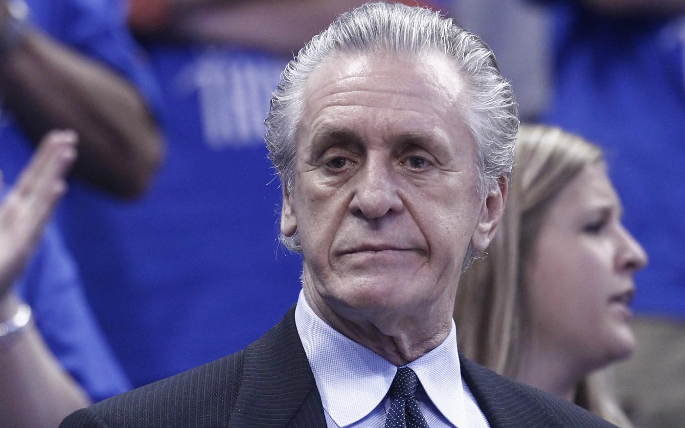 Pat Riley a failli écrire une lettre contre LeBron James