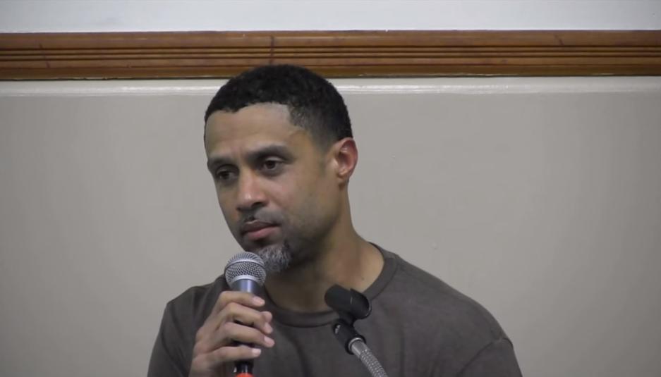 Quand Mahmoud Abdul-Rauf refusait de se lever pour l'hymne