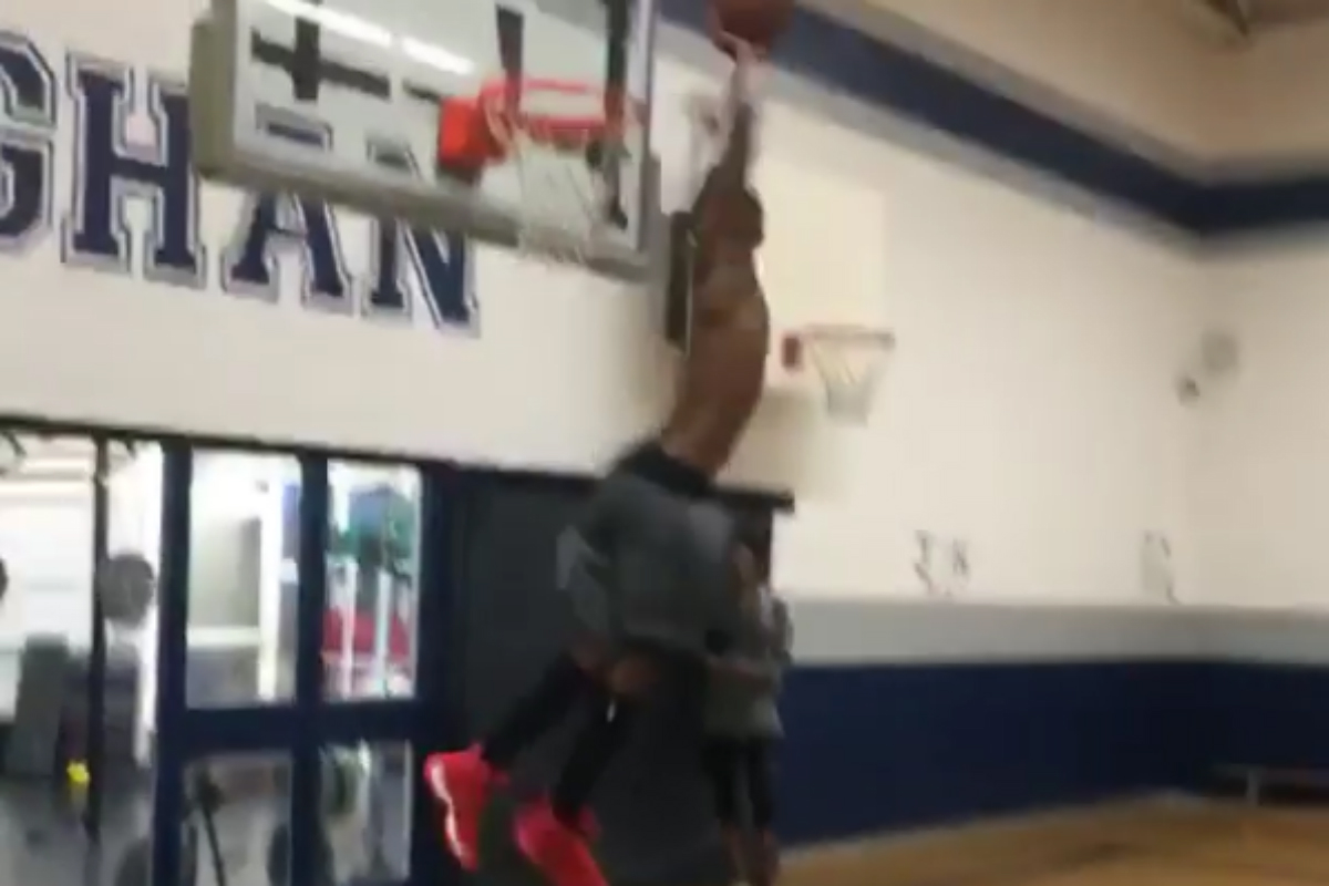 Andrew Wiggins pas loin de claquer un dunk à… 540°