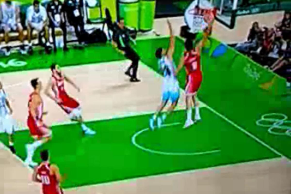 Mario Hezonja postérise Patricio Garino, le nouveau joueur des Spurs