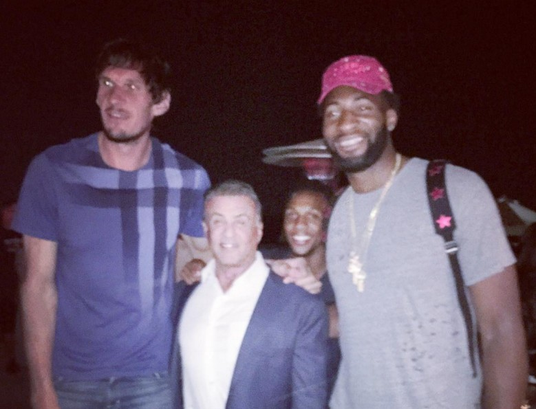 Quand Boban Marjanovic et Andre Drummond tapent la pose avec... Sylvester Stallone