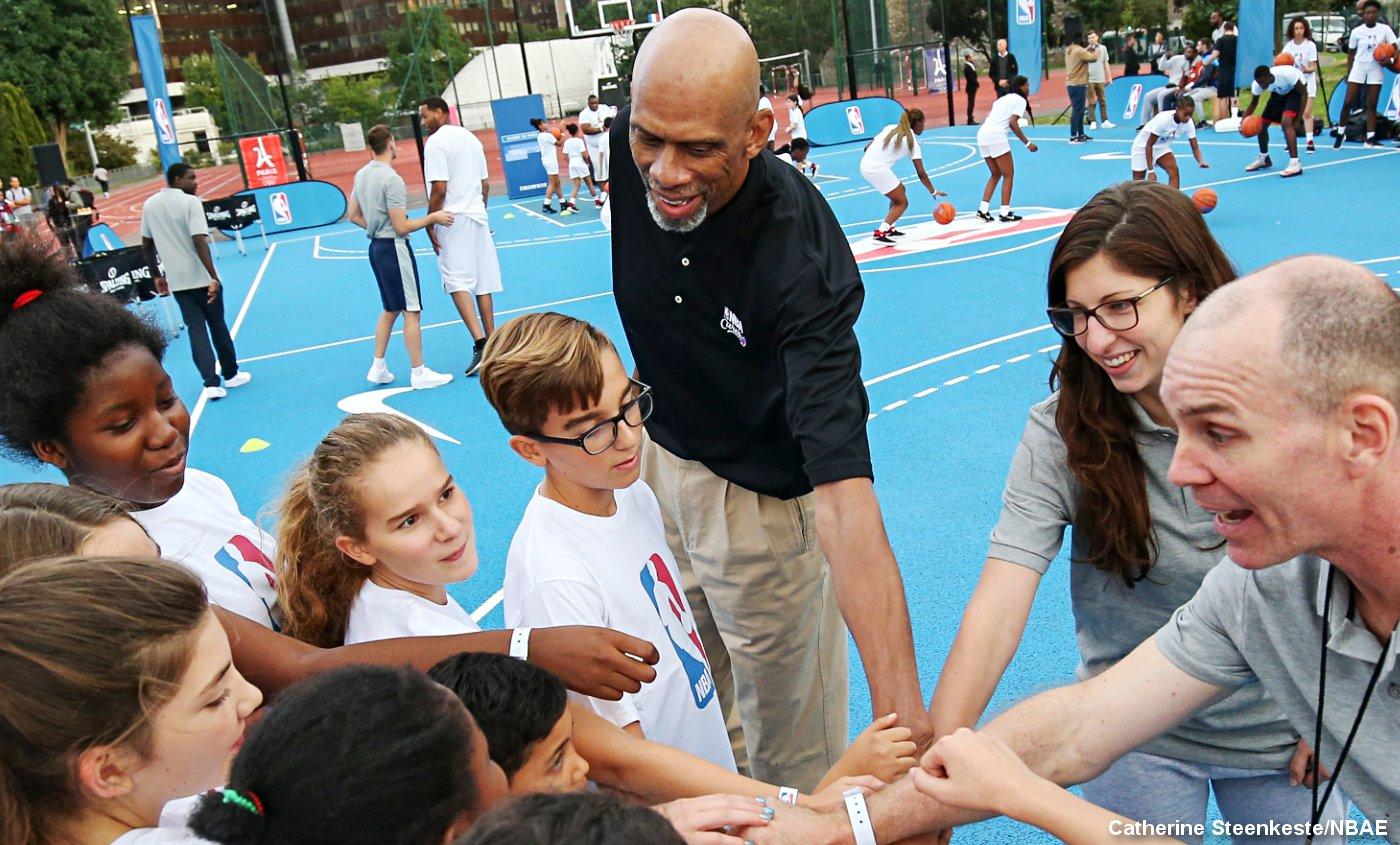 Kareem Abdul-Jabbar, Robert Horry et Ronny Turiaf inaugurent un playground à Paris