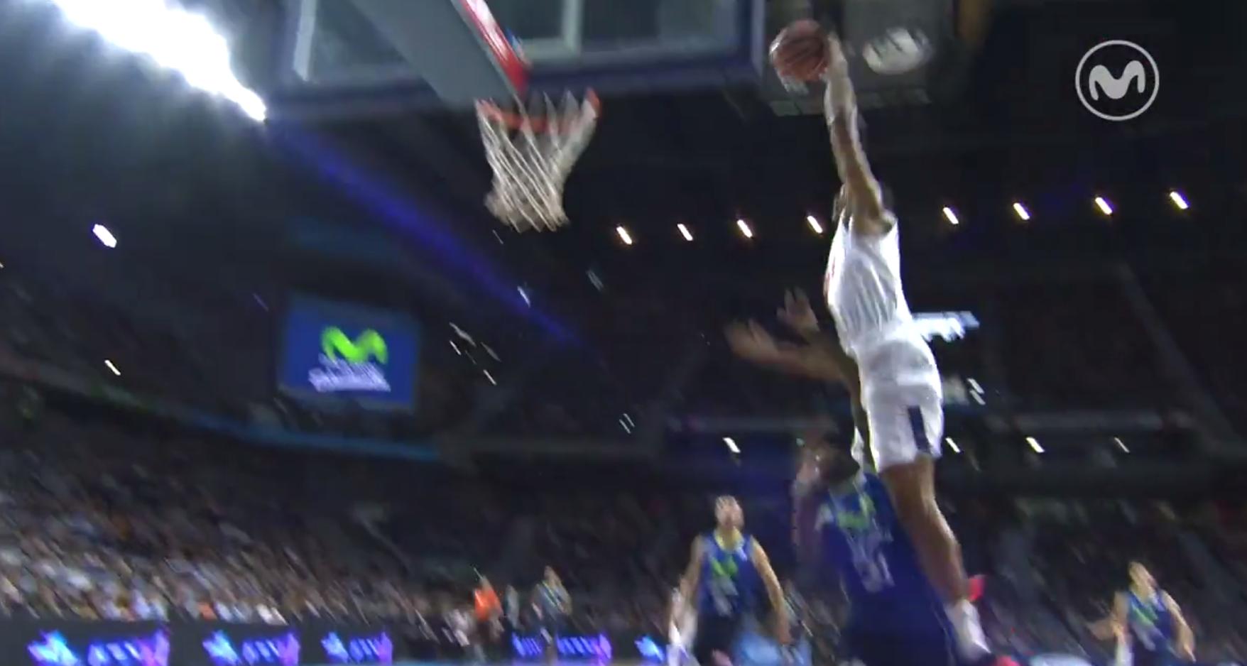 Anthony Randolph place un dunk à la Vince Carter en Espagne !