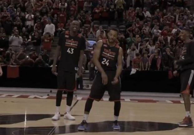 Bizutés, les rookies des Raptors ont dû danser devant tout le monde