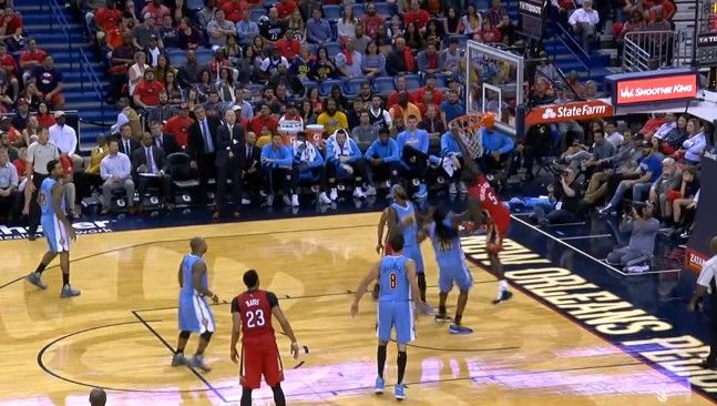 Poster : Lance Stephenson grimpe sur Kenneth Faried