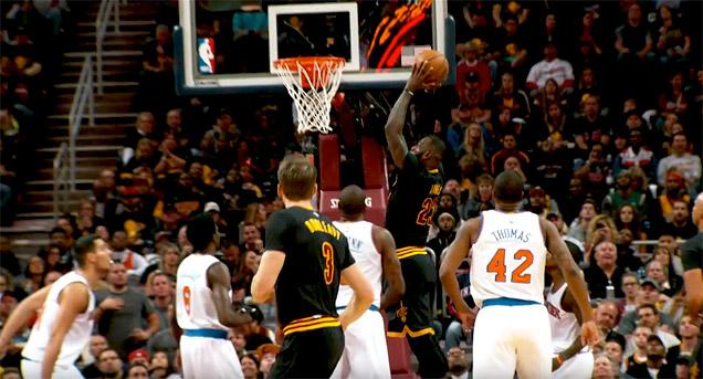 Avec un LeBron James en triple-double, les Cavs s'offrent les Knicks et une bague