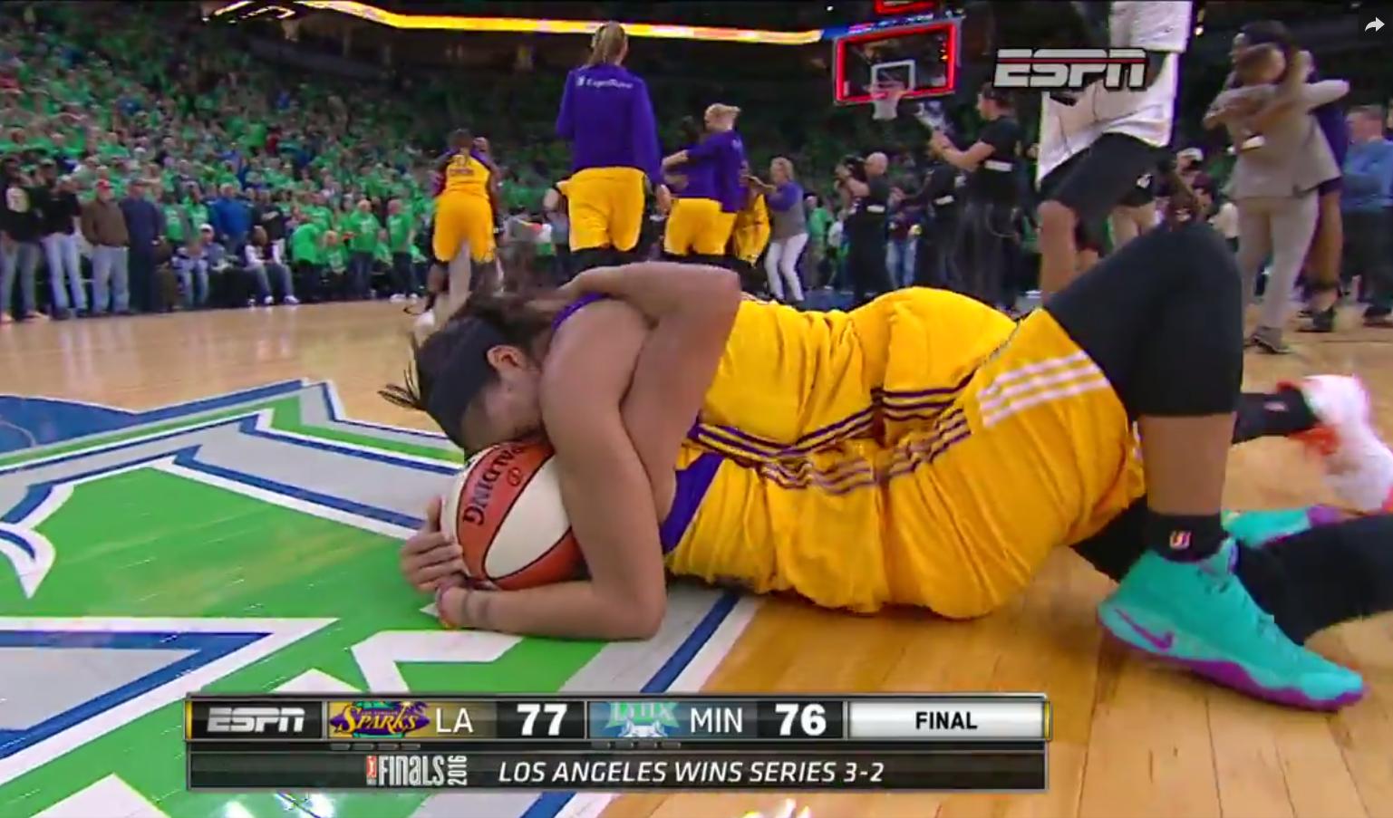 Les Sparks de Sandrine Gruda championnes WNBA après une fin de match folle