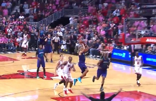 Nicolas Batum foire le shoot de la gagne face aux Bulls