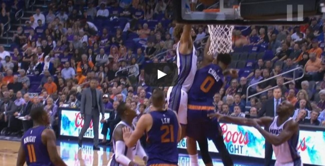L'énorme poster de Willy Cauley-Stein sur Marquese Chriss