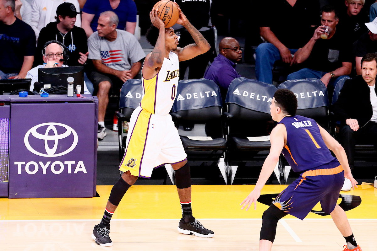 Les jeunes Lakers résistent aux 39 points de Devin Booker