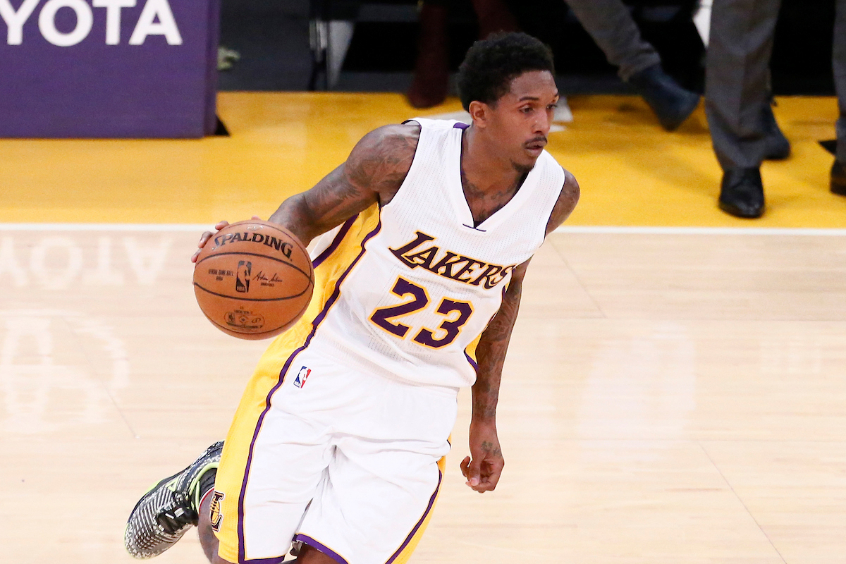 Lou Williams suivi de près par le Utah Jazz