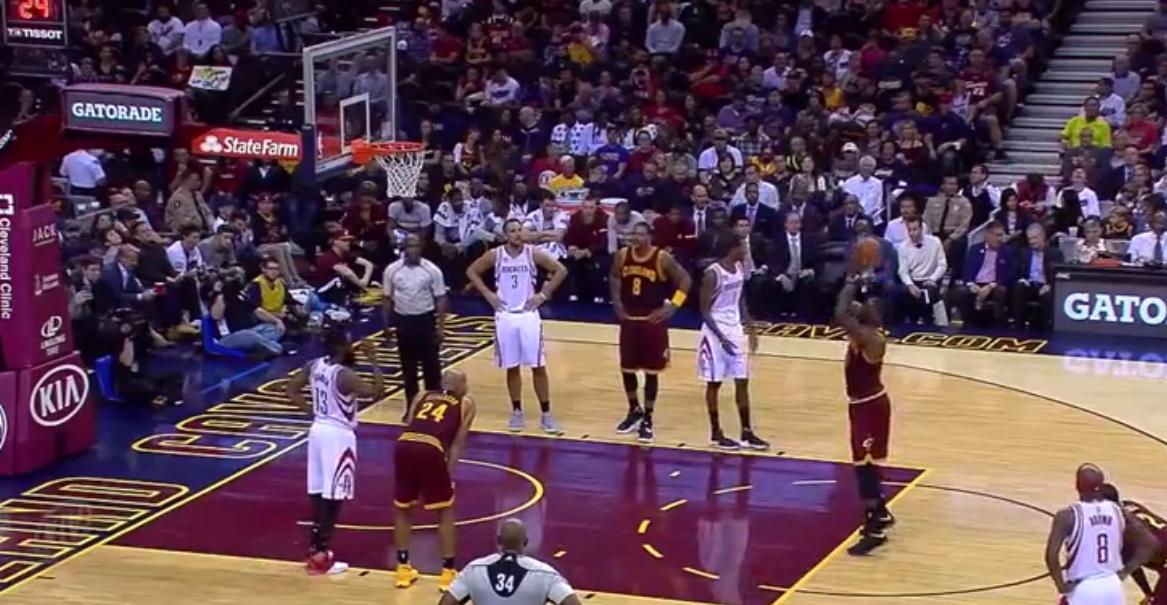 Fail : LeBron James se trou et fait un air ball sur un lancer-franc !