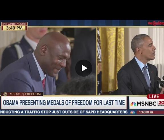 Barack Obama fait pleurer Michael Jordan lors d'une remise de médaille