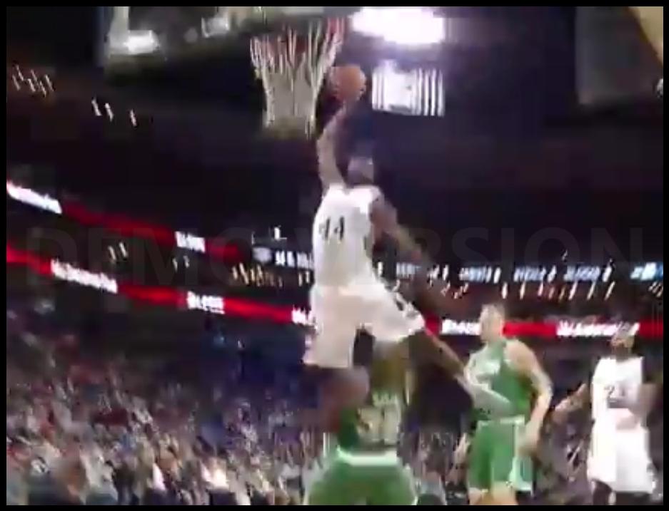 Le dunk (refusé) incroyable du jour : Hill fait une Fred Weiss à Marcus Smart !