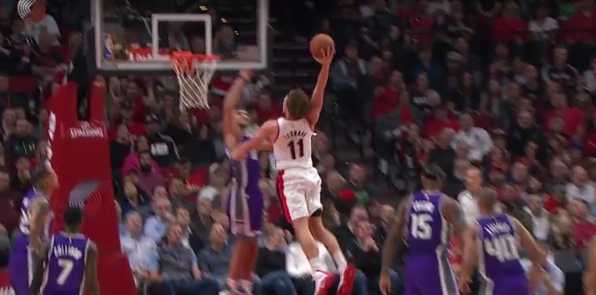Top 10 : le gros dunk de Meyers Leonard sur la face d'Omri Casspi !