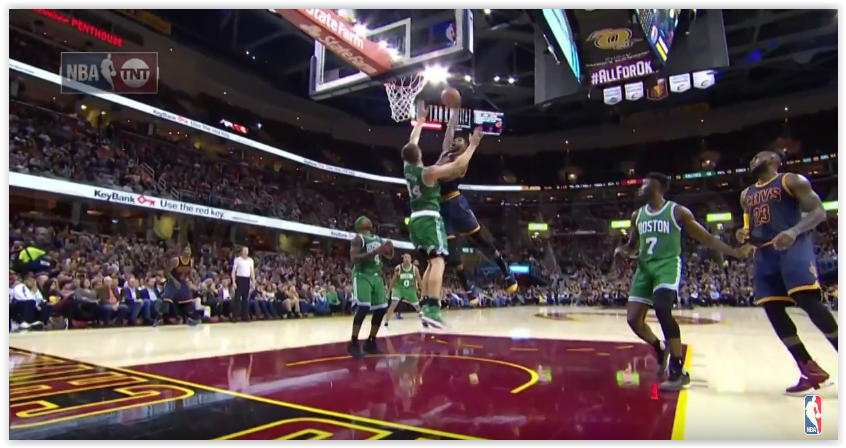 Top 5 : Thompson baptise Tyler Zeller, le dunk dingue du Greak Freak