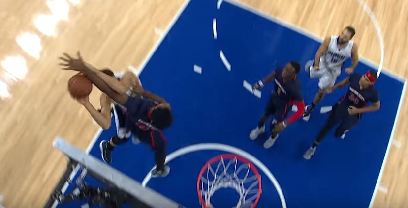 Andre Drummond stoppe sèchement la tentative de dunk d'Aaron Gordon