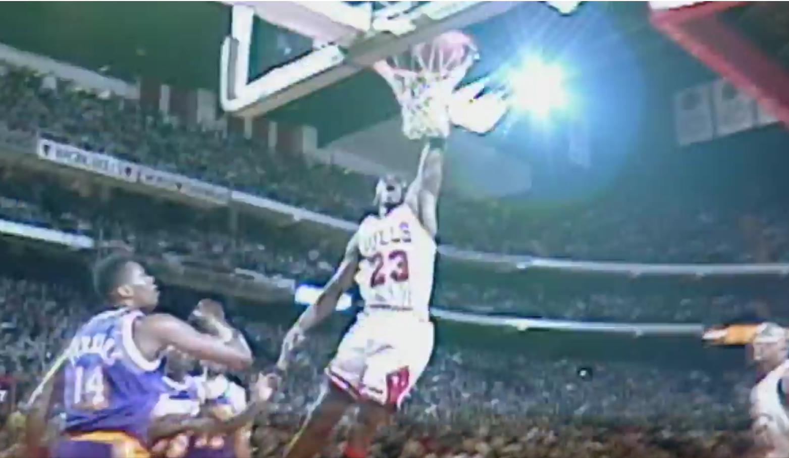 Jordan, LeBron, Kobe : Les plus beaux dunks main opposée