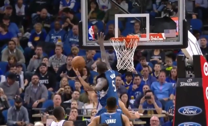 Replay : Gorgui Dieng sèche Stephen Curry