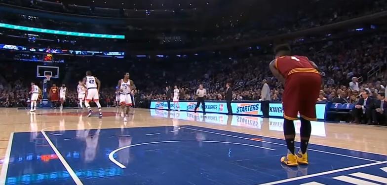 Fail : Iman Shumpert foire un dunk tout fait... et simule une blessure !