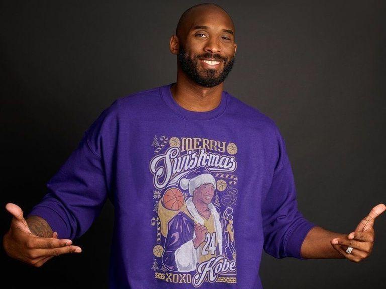 Kobe Bryant vend des t-shirts (pas très beaux) pour la bonne cause