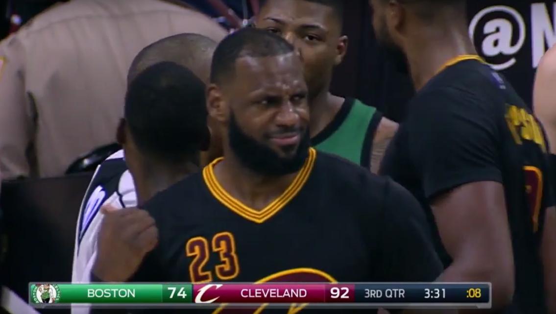 Prêt à s'embrouiller, Marcus Smart est totalement snobé par LeBron James !