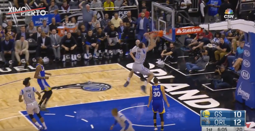 Aaron Gordon s'envole et claque un dunk de costaud !