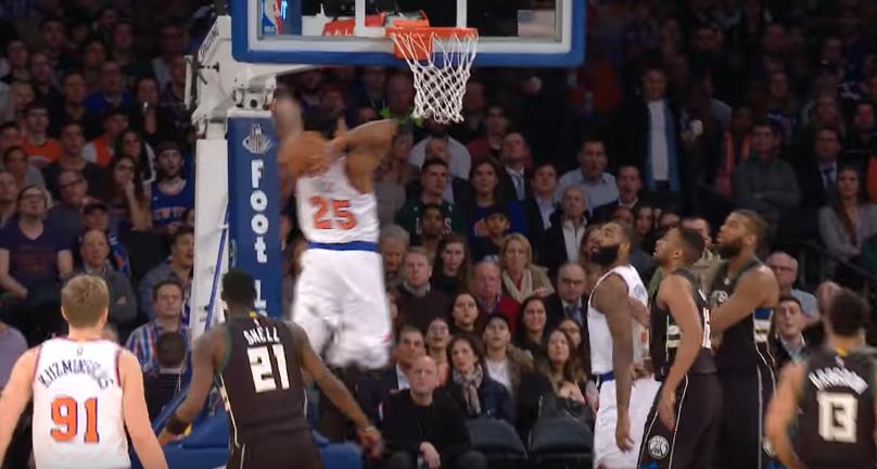 Derrick Rose lâche un gros dunk… puis un crossover dévastateur !